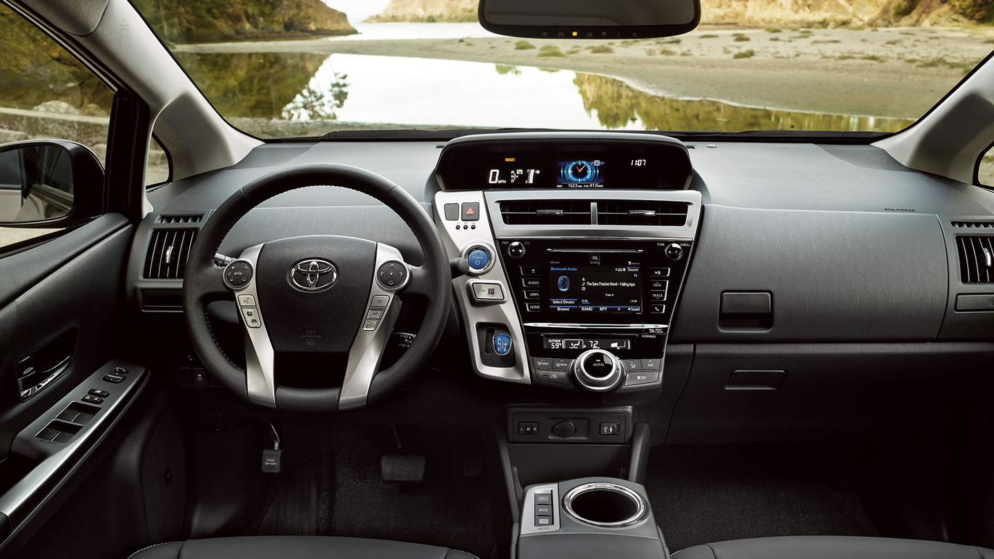 Enjoy the Comfortable Cabin of the 2017 Prius v